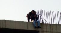 BÜYÜKŞEHİR BELEDİYESİ - İntihara Kalkışan Şahsı Polis Kurtardı