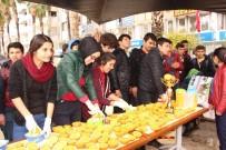 HÜSAMETTIN ÇETINKAYA - Kumluca'da Öğrenciler Portakal Suyu Dağıttı