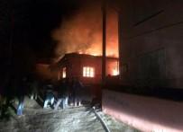 YANGINA MÜDAHALE - Manisa'da 2 Ev Alevlere Teslim Oldu