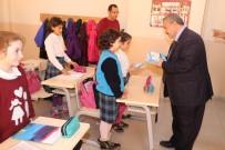 Necdet Uysal 'Gençlerle Başbaşa' Kitabını Öğrencilere Hediye Etti