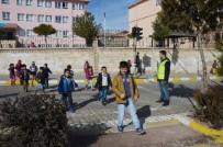ÖĞRETMENLER - Ömerli İlçesinde Öğrencilerin Tehlikeli Okul Yolculuğu