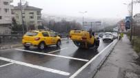 TRAFİK YOĞUNLUĞU - Beşiktaş'ta Başka Bir Aracın Çarptığı Ticari Taksi Takla Attı