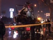 POLİS ARACI - Ticari araç polis otosuna çarptı: 2'i polis 3 yaralı