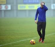 BAŞKENT - Yeni transfer poz verdi