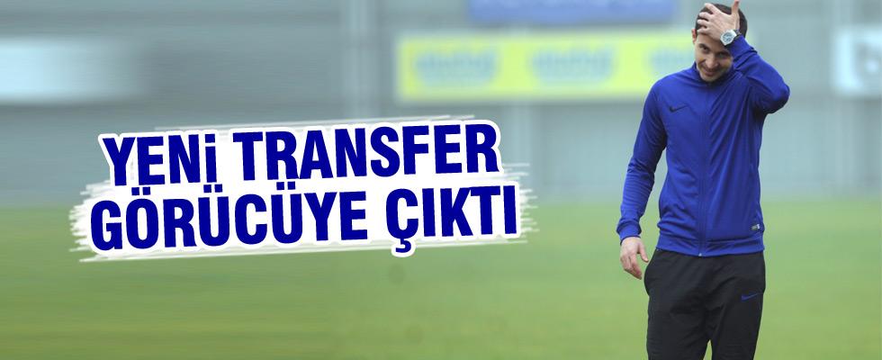 Yeni transfer poz verdi