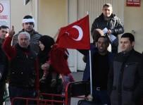 ZIRHLI ARAÇLAR - DEAŞ Operasyonunda Gözaltına Alınanlara Vatandaş Tepkisi