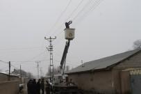 Elektrik Tellerinde Asılı Kalan Güvercin Kurtarıldı