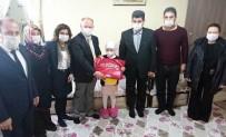 İSMAIL ÇORUMLUOĞLU - Kanser Hastası Minik Zelal'e Evinde Karne Morali
