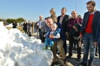 MUHITTIN BÖCEK - Konyaaltı Sahili'nde 'Kar' Sevinci