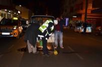MEHMET ARSLAN - Minibüs Yayaya Çarptı Açıklaması 1 Yaralı