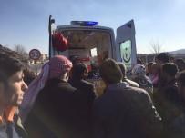 MOTOSİKLET SÜRÜCÜSÜ - Şanlıurfa'da Motosiklet Kazası Açıklaması 1 Yaralı