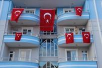 Şehidin Evi Türk Bayrakları İle Donatıldı