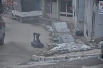 BOMBA İMHA UZMANI - Şüpheli Bavul Polis Alarma Geçirdi