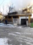 YENIKENT - 2 Katlı Ahşap Evin Küle Döndüğü Yangında Felçli Ev Sahibi Hayatını Kaybetti