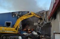 Arsin Organize Sanayi Bölgesi'ndeki Yangın Kontrol Altına Alındı