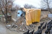 KIBRIS BARIŞ HAREKATI - Aşırı Yağış Yaşlı Çiftin Evini Yıktı