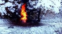 Hakkari'de İş Makinesi Ateşe Verildi