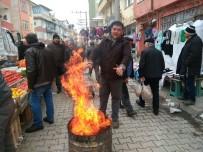 PAZARCI ESNAFI - Hisarcık'ta Pazarcılar Ateş Yakarak Isındı