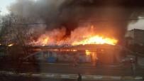 YANGıN YERI - İstanbul'da korkutan yangın