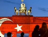 BERLIN - Tarihi Brandenburg Kapısı Türk bayrağının renklerine büründü