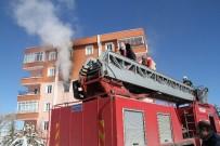 BAHÇEŞEHIR - Yozgat'ta Bir Binada Çıkan Yangın Paniğe Neden Oldu