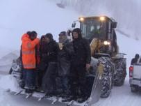 9 Öğretmen Karda Mahsur Kaldı