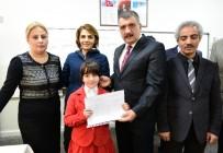TÜRK BAYRAĞI - Başkan Gürkan Öğrencilere Karne Dağıttı