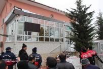 İTFAİYE ERİ - Caminin Girişindeki Çatı Çöktü Açıklaması 3 Yaralı