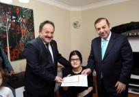 EVDE EĞİTİM - Evde Eğitim Hizmeti Gören Engelli Kardelen'in Karne Sevinci