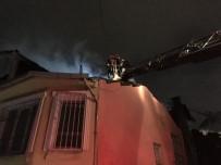 YANGINA MÜDAHALE - Fatih'te Ahşap Binada Çıkan Yangın Yan Binalara Sıçradı