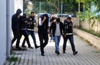 NÜFUS CÜZDANI - Sahte Kimlikle Kredi Çeken 4 Kişi Tutuklandı