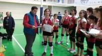 BEDEN EĞİTİMİ - Şampiyon Sporcular Karnelerini Sahada Aldı