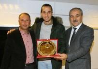 AHMET EREN - Yusuf Yazıcı, Şampiyon Liseyi Ziyaret Etti