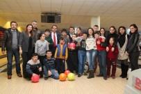 FARKıNDALıK - Down Sendromlu Çocukların Bowling Heyecanı
