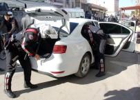 KORSAN GÖSTERİ - Her Pazar Korsan Gösteri Yapılan Sokağa Polis Baskını