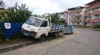 HURDA ARAÇ - İzmit'te Hurda Aracını Çekmeyenlere Ceza