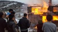 YANGINA MÜDAHALE - Köy Muhtarının Evi Alev Alev Yandı