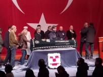 DEMET AKBAĞ - Usta Oyuncu Ayberk Atilla İçin Kerem Yılmazer Sahnesi'nde Tören Düzenlendi