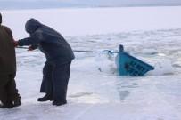 BALIKÇI TEKNESİ - Balıkçı Çift Ölümden Döndü
