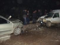 ŞERİT İHLALİ - Kafa Kafaya Çarpıştılar 3 Kişi Yaralandı