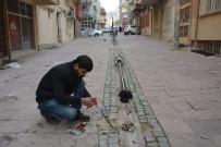 AYDINLATMA DİREĞİ - Şehzadeler Belediyesi Bedesten'in Çevresini Aydınlatıyor