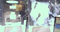 HIRSIZ - Suç Makinesi Vücuduyla Cam Kapıyı Böyle Kırdı