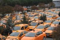 TAKSİ ŞOFÖRÜ - Atatürk Havalimanı taksicilerinden 'indi-bindi' protestosu