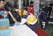 APARTMAN YÖNETİCİSİ - 'Baca' Kavgasında Baba Ve Oğlu Bıçaklandı