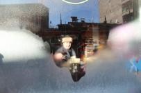 VİTRİN - Buz Tutan Vitrin Camına Saç Kurutma Makinesiyle Çare