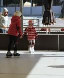 EĞLENCE MERKEZİ - Kartallı Çocukların Sömestr Eğlencesi Buz Pateni