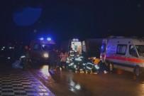 Yoldan Çıkan Araç Kaldırımdaki Yayaları Çarptı Açıklaması 4 Yaralı