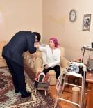 MURAT HAZINEDAR - Başkan Hazinedar, Fatma Girik'i Evinde Ziyaret Etti