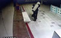 SABAH NAMAZı - Camiden Halı Hırsızlığı Kamerada