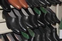 AYAKKABICI - Çarşamba Ayakkabısı Modasını Kaybetmedi